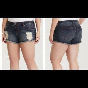 NWT- Torrid Lace Short Shorts